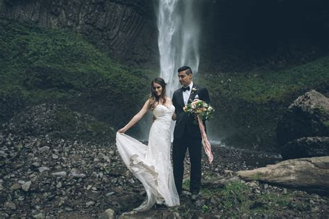 Latourell Waterfall   Oregon Elopement Photographers