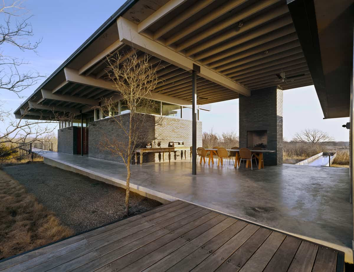 Post and beam barn home courtyard designs for homes for Post beam home designs