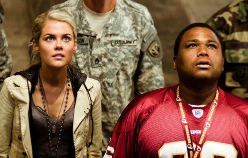 Maggie Madsen (Rachael Taylor) and Glen Whitmann (Anthony Anderson) check out Megatron in the Sector 7 facility.