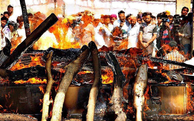 Hombre vuelve a la vida un minuto antes de ser cremado por su familia