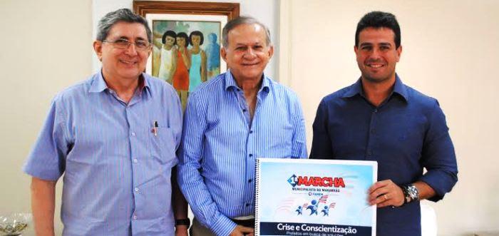 Washington, Pavão e Gil Curim: apoio à marcha
