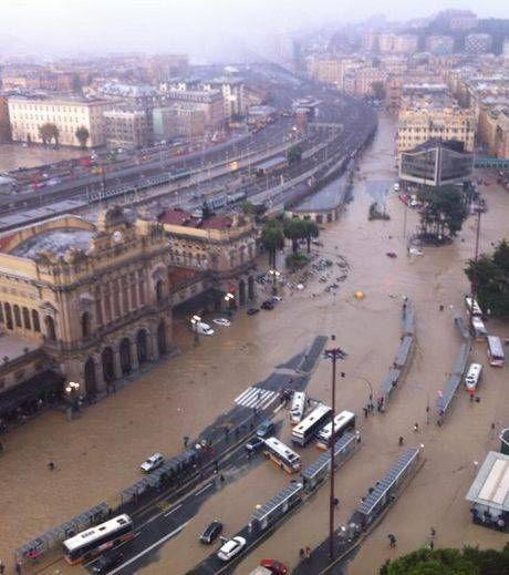 novembre-2011-pluies-diluviennes-inondations-genes-en-italie.jpg
