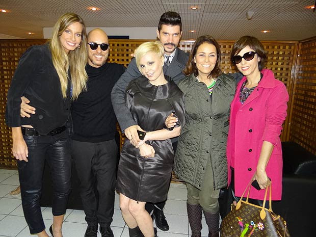 Entre os convidados, a modelo e apresentadora Mariana Weickert e as jornalistas Erika Palomino e Lilian Pacce (Foto: Insensato Coração / TV Globo)