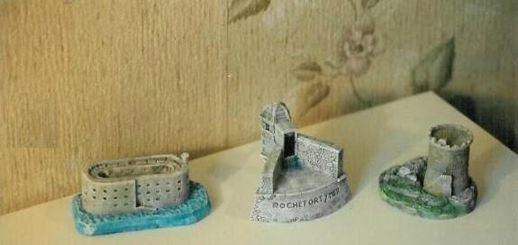 Monuments mini 01