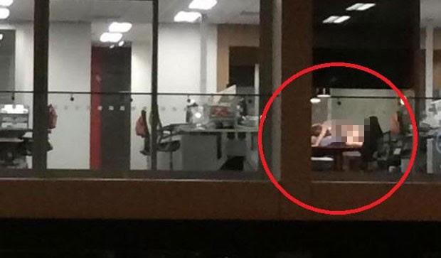 Casal deixou as luzes acesas e foi visto por clientes de bar  (Foto: Reprodução/Twitter/David Campbell)