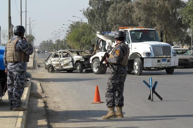 Ao menos 15 pessoas morrem em atentado suicida no Iraque KHALIL AL-MURSHIDI //AFP/