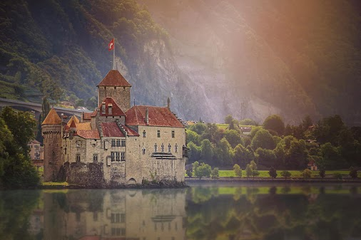 #chateaudechillon #montreux #lakegeneva #geneva #geneve #castle #castles #caroljapp #lacleman #romanticcastles...