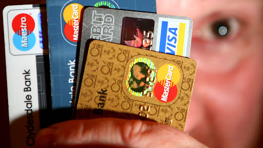 Should you sign your credit card?