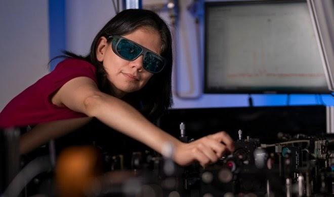 Инновационная нанопленка превратит любые очки в прибор ночного видения