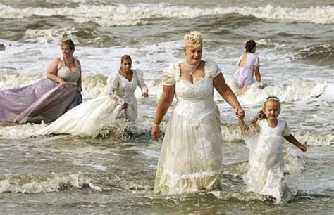 Funny Wedding Fails   Time for the Holidays