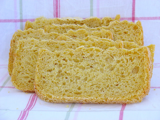 Pan de maíz en panificadora