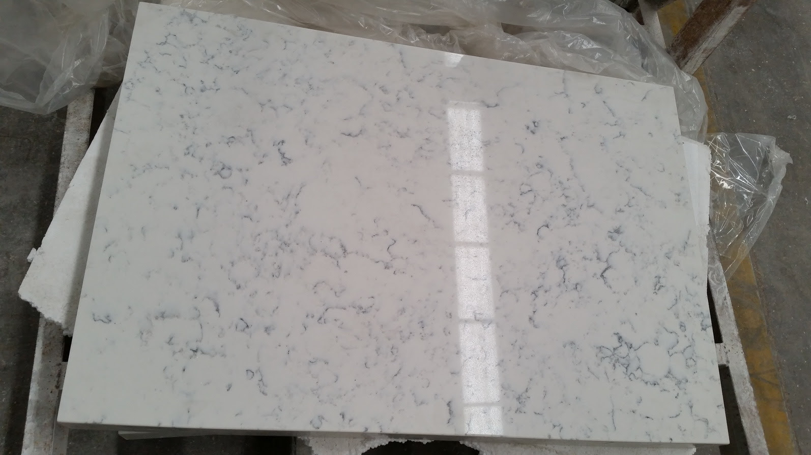 Carrara White Quartz for Kitchen Countertop
