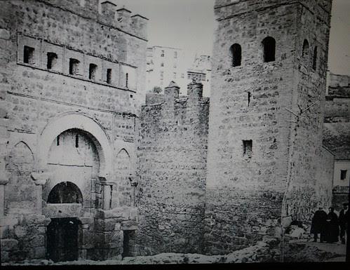 Puerta de Alfonso VI durante su restauración (1905-1907)