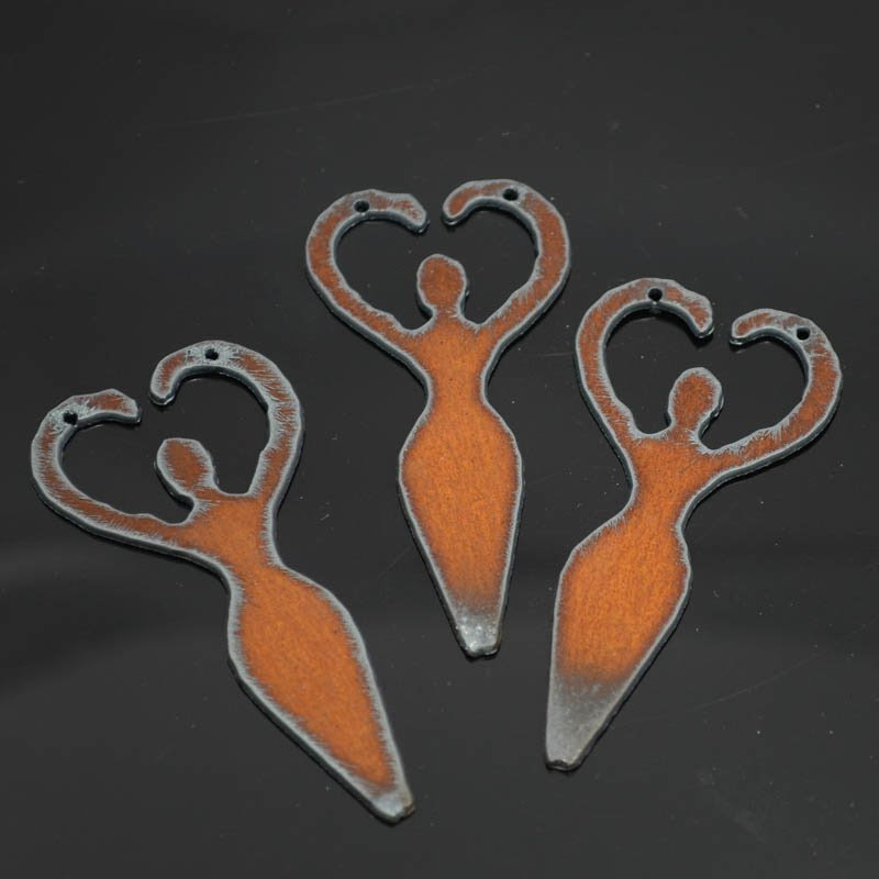 s38288 Stamped Metal Components -  Heart Goddess - Rusted Iron (1)