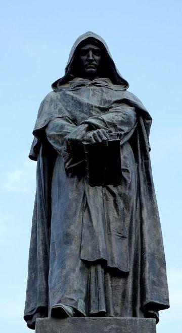 Estatua erigida en memoria de Giordano Bruno, en Roma.