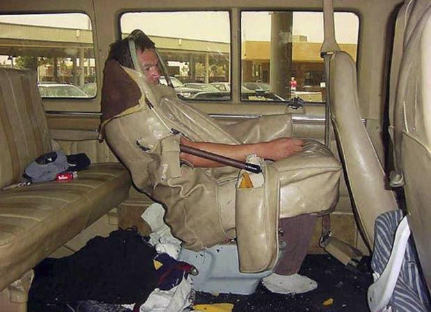 Em 2006, agentes da imigração encontraram homem escondido no estofamento de um assento de van.  (Foto: Reprodução/BCP)