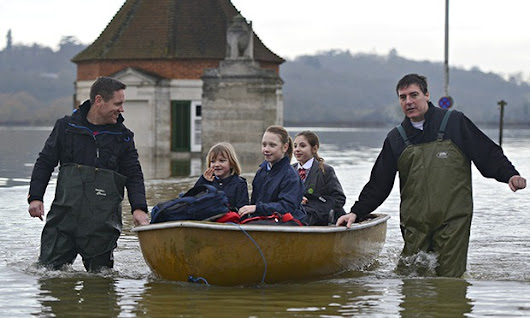 UK floods: David Cameron tells ministers to stop the blame game