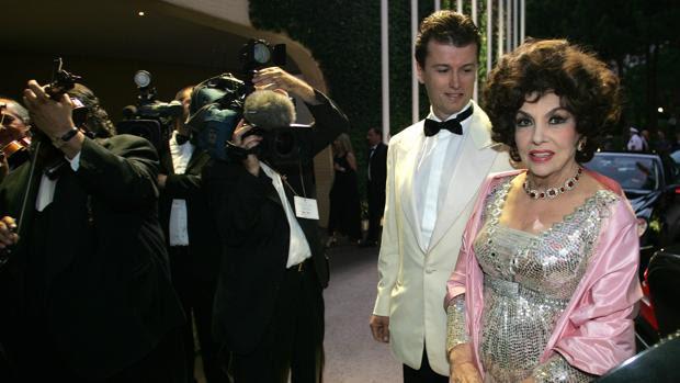 Javier Rigau y Gina Lollobrigida a su llegada a un baile en Mónaco, en 2005