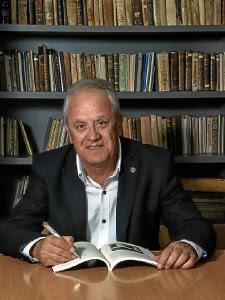 El escritor e investigador Diego Lopa.