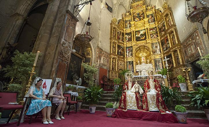 Iglesia de Santa Ana en plena función principal en honor a la madre de María / Juan José Úbeda