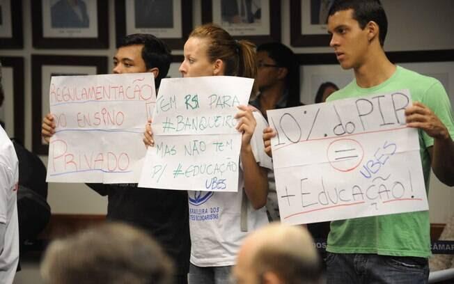 FALTA DINHEIRO -  Dados coletados pelo Pisa 2012 mostram que o Brasil investe US$ 26.765 por estudante entre 6 e 15 anos. A média dos demais países da OCDE é de US$ 83.382. Foto: Agência Brasil