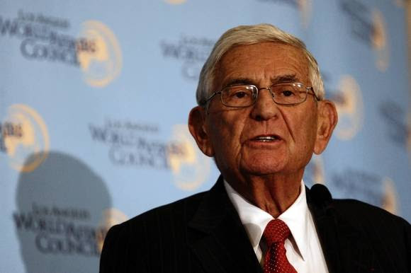 Eli Broad gives to school reform group