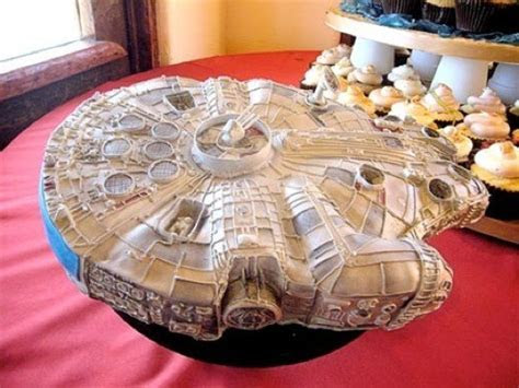 Top 10 Star Wars Cakes: Let The Force (of Frosting