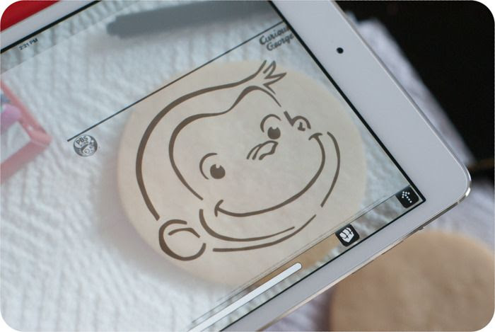 an iPad app that allows you to trace images onto cookies for decorating