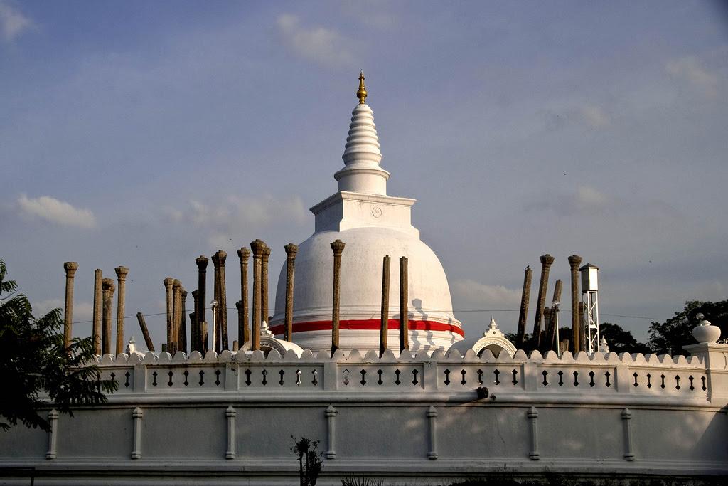Thuparamaya dagoba in Anuradhapura 1459178020