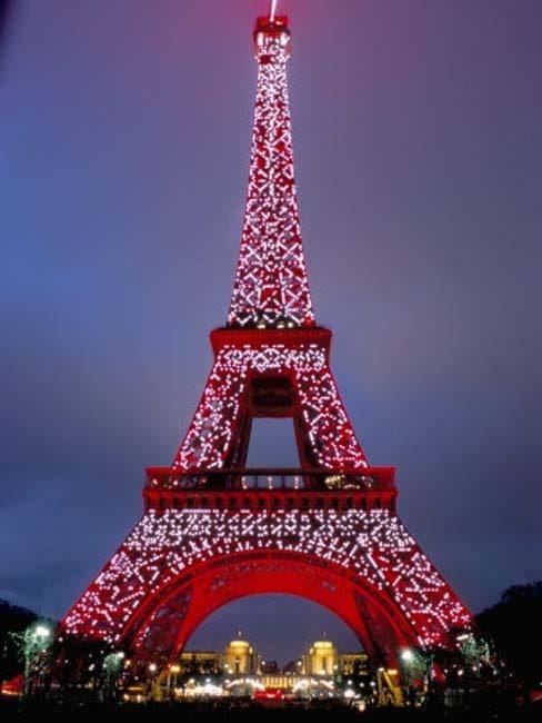 dazzling christmas eiffel tower