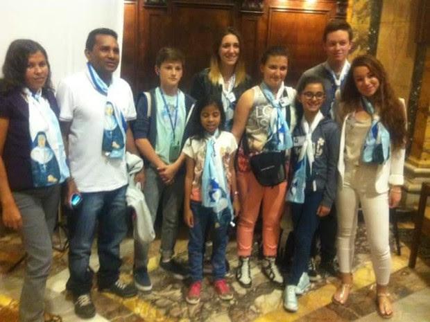 Familiares de Émilly Souza e comitiva de Petrolina na canonização em Roma (Foto: Berlândia Damaceno/ Arquivo pessoal)