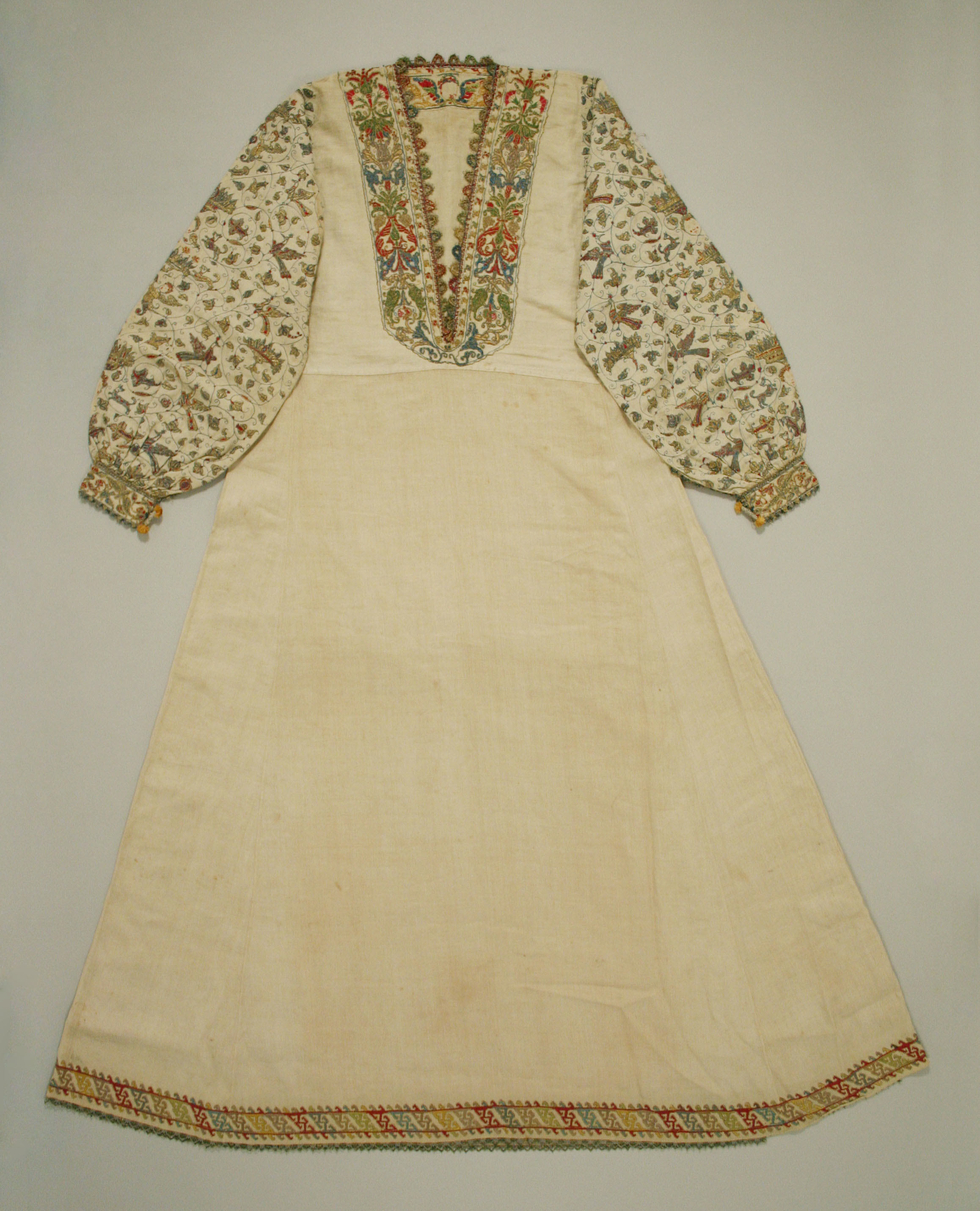 16th century woman's smock (embroidered) in The Metropolitan Museum of Art
