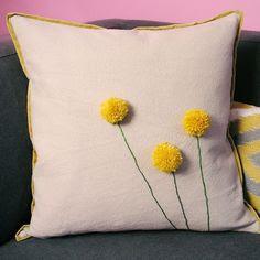 Capa de almofada com flor de pompom