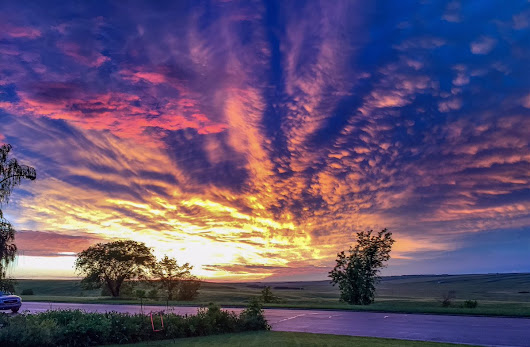 "mindy mcgregor on Twitter: ""#landofthelivingskies @Saskatchewan #saskatchewan @ExploreCanada #sunset @SCOLnews @CBCSask """