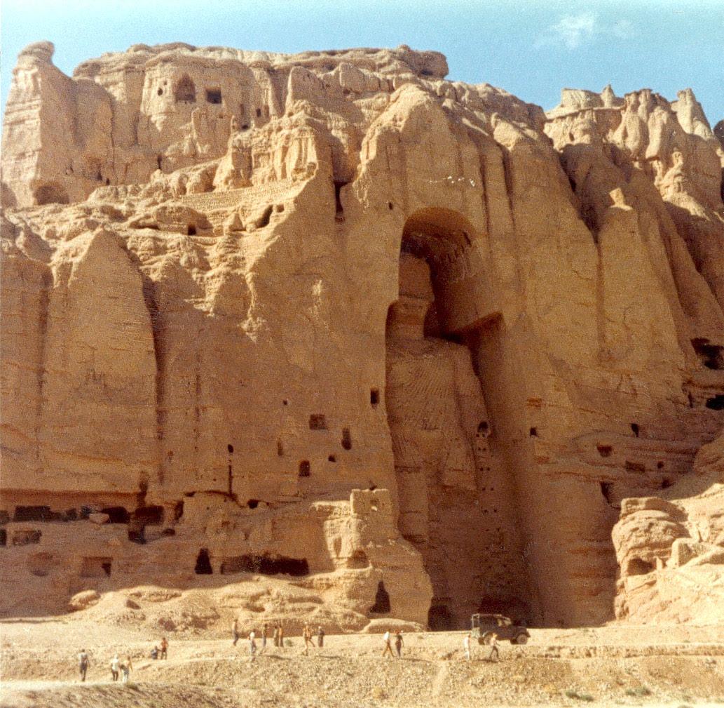 http://kashivishvavidyalay.files.wordpress.com/2008/06/buddha_bamiyan_riviere.jpg
