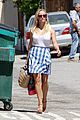 reese witherspoon pairs her white tank with a skirt shorts 03