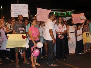 População adere ao protesto em prol de Beatriz (Foto: Juliane Peixinho/ G1)