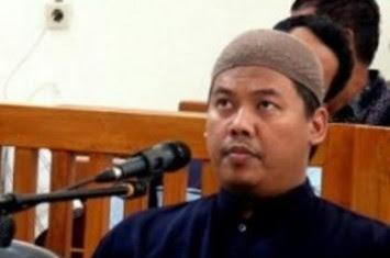 http://www.voa-islam.com/timthumb.php?src=/photos2/sofyan-tsauri.jpg&h=235&w=355&zc=1
