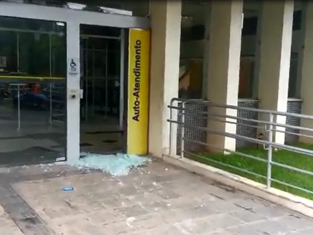 Criminosos fugiram do local após praticarem o crime na agência bancária de Taquaritinga do Norte (Foto: Divulgação/Alcebiades Menezes)