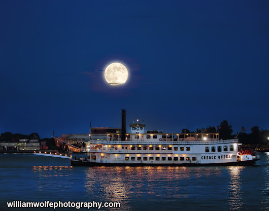 Super moon and the Riverboat