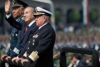 Galván, Calderón y Saynez. Espectáculo militar en el Zócalo. Foto: Miguel Dimayuga