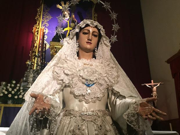 La Virgen del Rocío vestida en San Lázaro