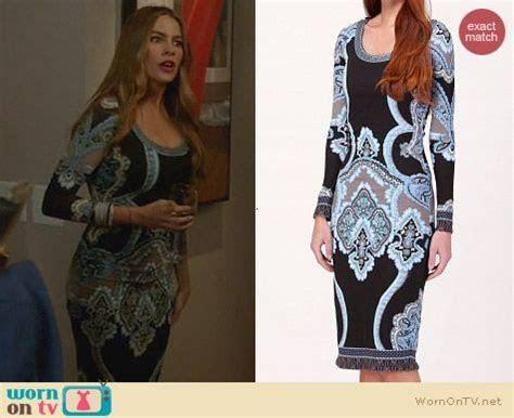 WornOnTV: Gloria?s black and blue printed longsleeve dress