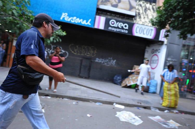 Tucumán: tras un saqueo se produjo una batalla campal en una distribuidora de Sancor.