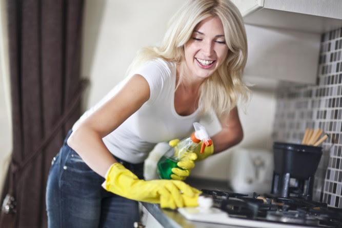 femeie-curatenie
