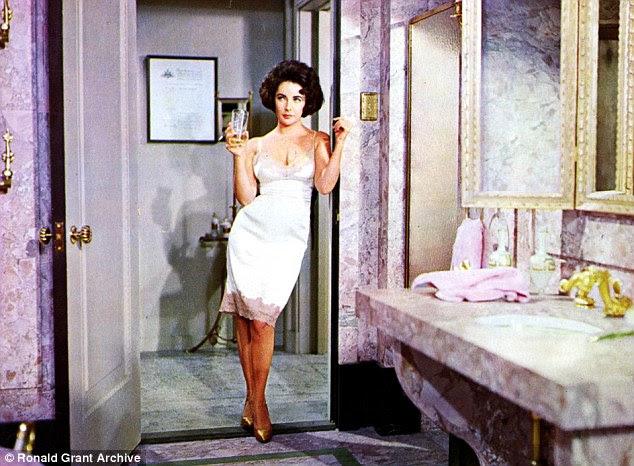 Popular: Elizabeth Taylor tinha acabado de casar com Richard Burton em 1960 e foi mais amado pelo público do que nunca