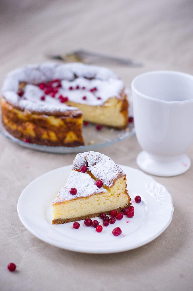 Piparkoogipõhjal hapukoorekook / Sour cream cake on gingerbread crust