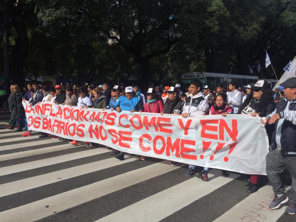 Imagen de los piqueteros durante la manifestación Marcha Federal. 1 de junio, Buenos Aires.