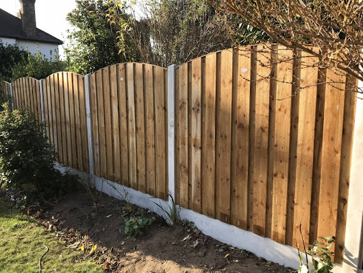 Gardening Services London E11 - Fence Installation - Green At Home - Professional Gardening and Landscaping Services in London