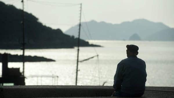 """Caro Operai Contro, in Giappone per sfuggire alla povertà prodotta dall'industria moderna, sempre più anziane e anziani commettono piccoli crimini per farsi arrestare, """"rifugiarsi"""" in galera per avere almeno un […]"""